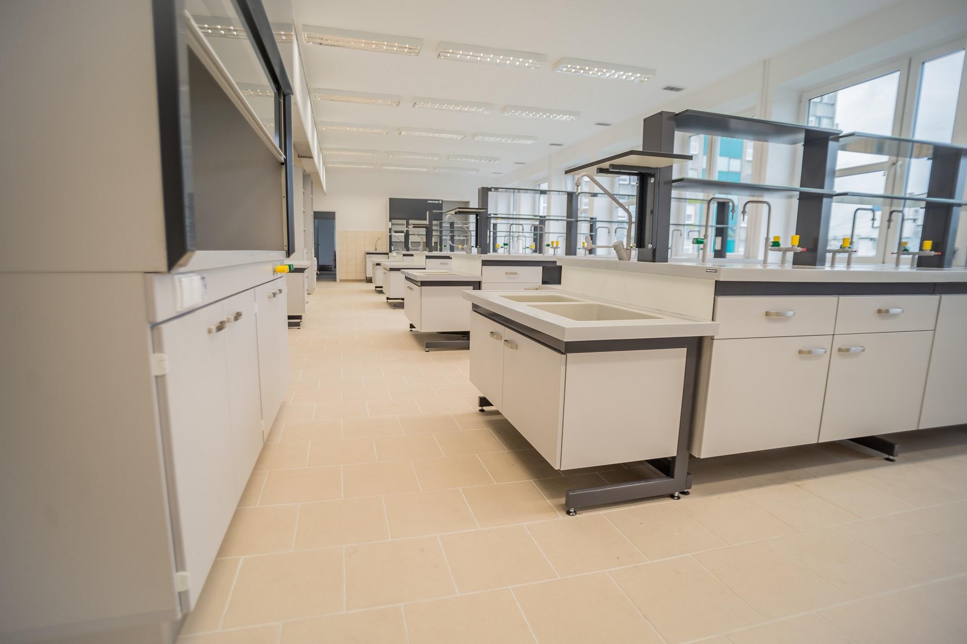 meble do laboratorium