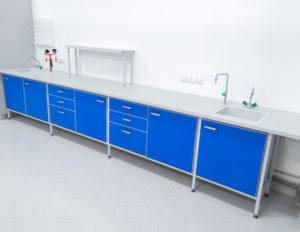 laboratoryjny stół przyścienny