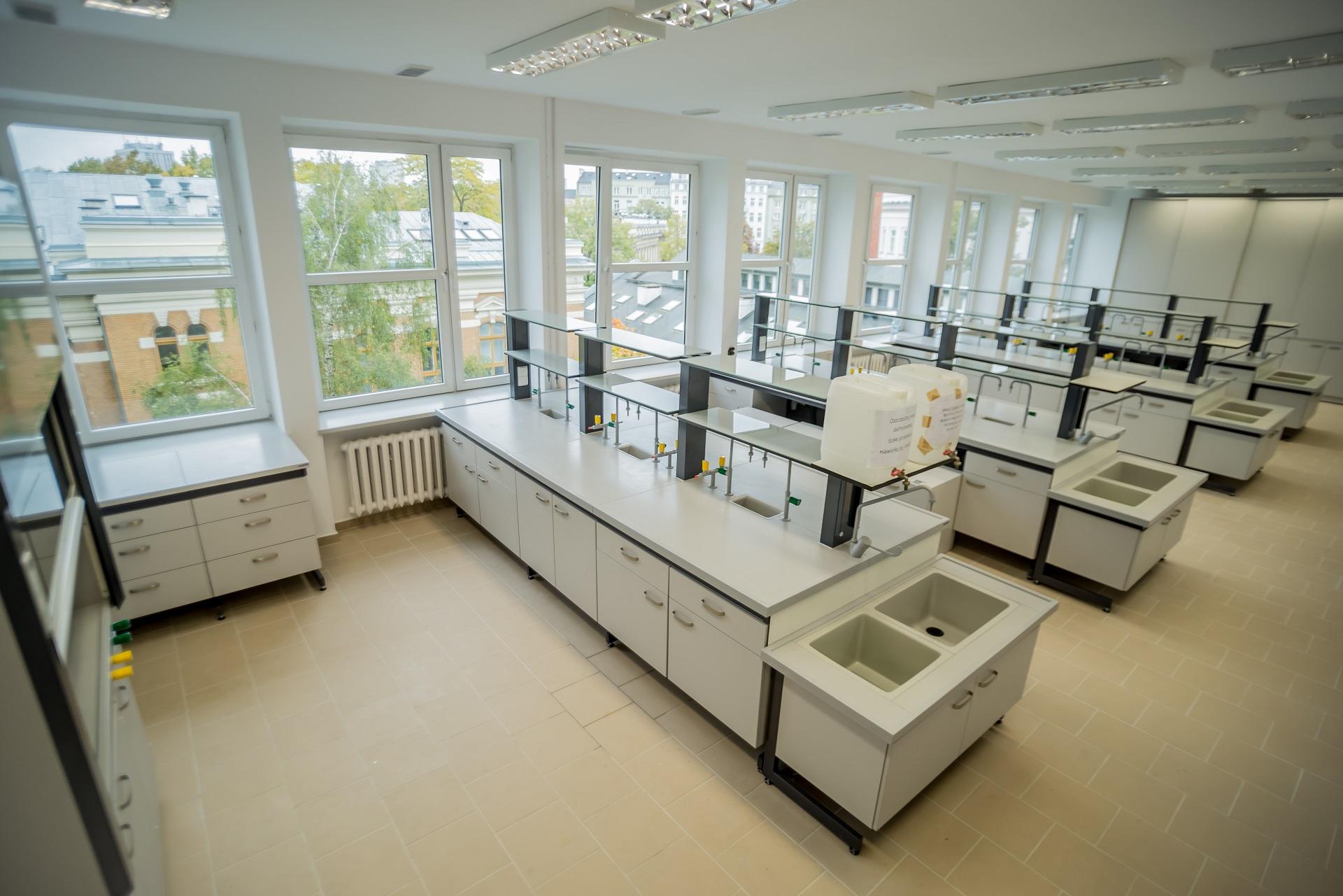 meble laboratoryjne na wymiar