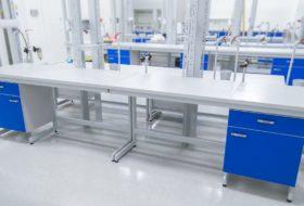 """Zdjęcie 10 – Stół laboratoryjny na konstrukcji stalowej """"C"""", blat ceramiczny."""
