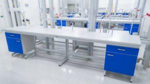 stół laboratoryjny przyścienny