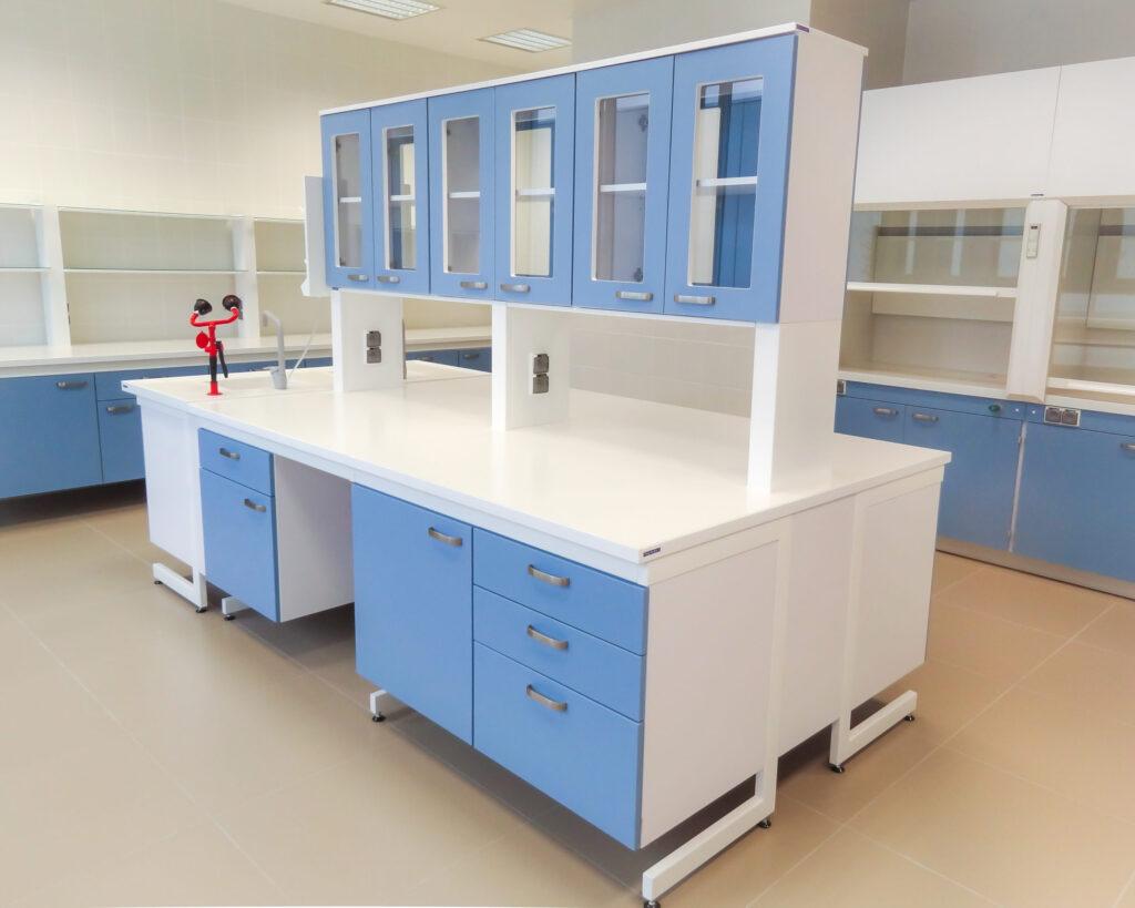 Stół wyspowy, meble laboratoryjne