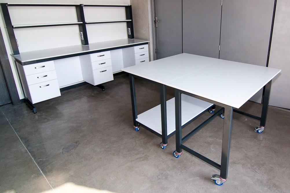 POLFLEX meble laboratoryjne stół mobilny