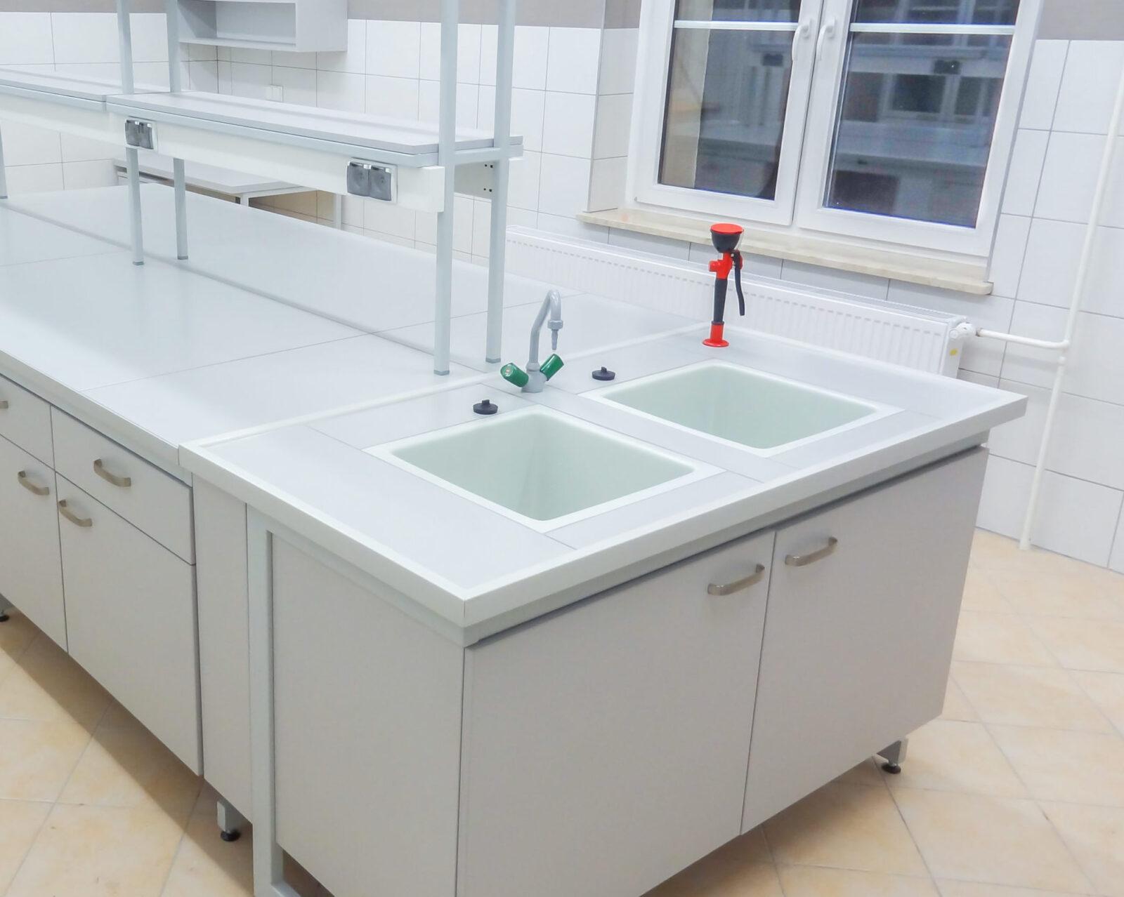 Stanowisko laboratoryjne do mycia, zlew laboratoryjny